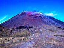 Vista sbalorditiva dell'incrocio montagnoso di Tongariro, Nuova Zelanda immagine stock libera da diritti