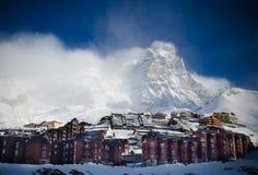 Vista sbalorditiva della montagna innevata il Cervino dal lato di Cervinia Fotografia Stock Libera da Diritti