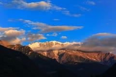 Vista sbalorditiva delle alpi francesi al tramonto Immagine Stock
