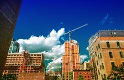 Vista sbalorditiva di estate degli edifici di Manhattan dall'alta linea parco Fotografie Stock Libere da Diritti