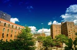 Vista sbalorditiva di estate degli edifici di Manhattan dall'alta linea parco Fotografia Stock