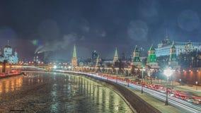 Vista sbalorditiva di notte del Cremlino nell'inverno, Mosca, Russia archivi video