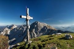 Vista sbalorditiva di panorama di una catena montuosa alpina splendida un giorno soleggiato di autunno Fotografia Stock Libera da Diritti