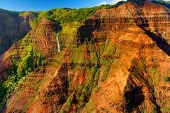 Vista sbalorditiva nel canyon di Waimea, Kauai, Hawai Immagini Stock
