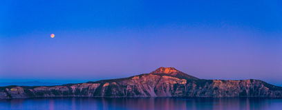 Vista scenica al crepuscolo nel parco nazionale del lago crater, Oregon, S.U.A. Fotografie Stock