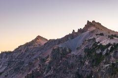 Vista scenica al crepuscolo nel parco nazionale del lago crater, Oregon, S.U.A. Immagini Stock