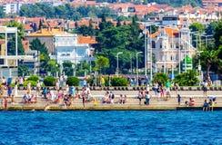 Vista scenica costiera della Croazia durante il giorno di estate Fotografia Stock