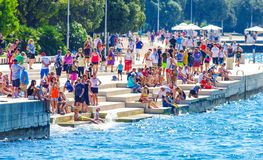 Vista scenica costiera della Croazia durante il giorno di estate Fotografie Stock