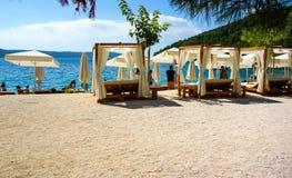 Vista scenica costiera della Croazia durante il giorno di estate Immagine Stock
