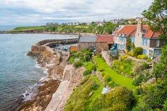 Vista scenica in Crail, piccolo villaggio dei pescatori in Fife, Scozia immagini stock
