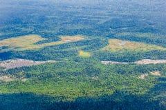 Vista scenica da altezza della montagna Come fying su un aereo e lo sguardo nella finestra Immagini Stock Libere da Diritti