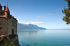 Vista scenica del castello di Chillon e della bacca Leman Fotografie Stock Libere da Diritti