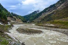 Vista scenica del fiume di Kunhar in Naran Kaghan Valley, Pakistan Immagine Stock Libera da Diritti