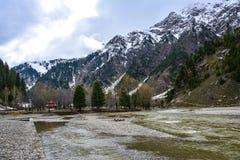 Vista scenica del fiume di Kunhar in valle di Naran, Pakistan Immagini Stock Libere da Diritti