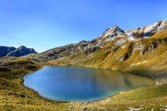 Vista scenica del lago alpino Engeratsgundsee, Baviera, Germania fotografia stock