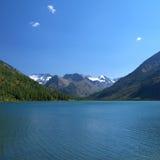 Vista scenica del lago della montagna Fotografie Stock