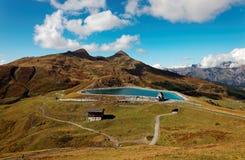 Vista scenica del lago Fallbodensee a Kleine Scheidegg nella regione di Jungfrau, Svizzera Fotografia Stock Libera da Diritti