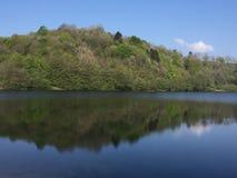Vista scenica del lago Totenmaar bella fotografia stock libera da diritti