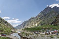 Vista scenica del paesino di montagna Immagini Stock Libere da Diritti