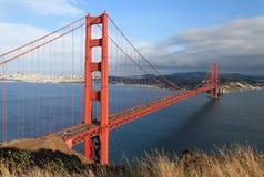 Vista scenica del ponticello di cancello dorato fotografia stock