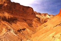 Vista scenica del supporto di Masada nel deserto di Judean vicino al mar Morto, Israele fotografia stock