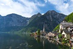Vista scenica della cartolina del Hallstatt famoso nelle alpi austriache nella mattina di estate, distretto di Salzkammergut, Aus Fotografia Stock Libera da Diritti