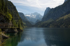 Vista scenica della cartolina del paesino di montagna famoso di Hallstatt Immagine Stock