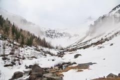 Vista scenica della cartolina del posto famoso, della montagna di Grossglockner con la nuvola & della nebbia, Austria Fotografia Stock