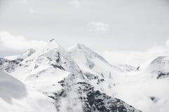 Vista scenica della cartolina del posto famoso, della montagna di Grossglockner con la nuvola & della nebbia, Austria Fotografie Stock Libere da Diritti
