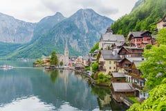 Vista scenica della cartolina del villag famoso della montagna di Hallstatt Fotografie Stock