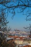 Vista scenica della città di Praga e del castello di Praga da Vysehrad fotografia stock