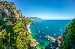 Vista scenica della costa di Amalfi, campania, Italia fotografie stock