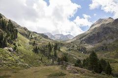 Vista scenica della montagna delle alpi austriache in estate. Immagini Stock