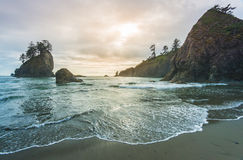 Vista scenica della pila del mare in seconda spiaggia quando tramonto, nel parco nazionale olimpico di mt, Washington, S.U.A. Fotografie Stock Libere da Diritti