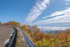 Vista scenica della strada dell'alta montagna alla montagna di Zao Fotografia Stock