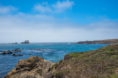 Vista scenica della strada principale pacifica 1 della linea costiera di California Immagine Stock