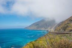 Vista scenica della strada principale pacifica 1 della linea costiera di California Fotografia Stock