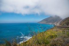 Vista scenica della strada principale pacifica 1 della linea costiera di California Fotografia Stock Libera da Diritti