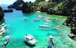 Vista scenica delle isole della baia e della montagna del mare, Filippine fotografia stock libera da diritti