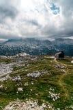 Vista scenica delle montagne delle alpi un il giorno soleggiato Immagini Stock Libere da Diritti
