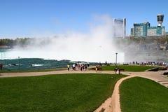 Vista scenica di cascate del Niagara Immagini Stock