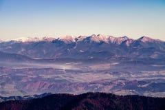 Vista scenica di catena montuosa in autunno, Slovacchia Immagine Stock