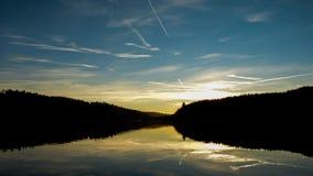 Vista scenica di panorama di paesaggio naturale sotto un cielo nuvoloso stock footage