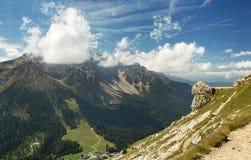 Vista scenica di una valle nelle alpi italiane Fotografia Stock Libera da Diritti