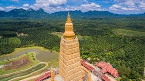 vista scenica il più alta pagoda dorata in Tailandia Immagine Stock Libera da Diritti