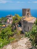 Vista scenica nel ² di Agrà del ` di Forza d, città pittoresca nella provincia di Messina, Sicilia, Italia del sud immagine stock libera da diritti