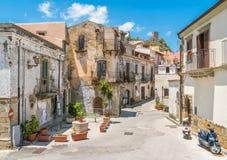 Vista scenica nel ² di Agrà del ` di Forza d, città pittoresca nella provincia di Messina, Sicilia, Italia del sud immagini stock