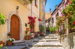 Vista scenica nel ² di Agrà del ` di Forza d, città pittoresca nella provincia di Messina, Sicilia, Italia del sud immagini stock libere da diritti