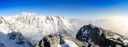 Vista scenica panoramica delle montagne di inverno in alto Tatras, slovacco Fotografia Stock Libera da Diritti