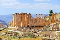 Vista scenica Roman Temple antico di Zeus in Jerash, Giordania fotografia stock libera da diritti